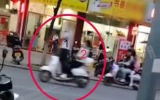浦北职校路段现神秘自动驾驶实习电车,骑手站着、坐尾箱翘二郎腿
