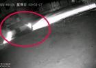 夏至!张黄江平村凌晨出现面包车偷狗贼,直接把狗硬扯上车