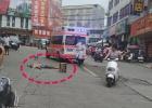 东风路斜坡一男子横躺路中不省人事,120、派出所现场进行处理