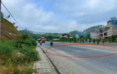 """一级路龙门高明路段""""陷阱""""致摩托骑手翻车,如此路面易引发事故"""
